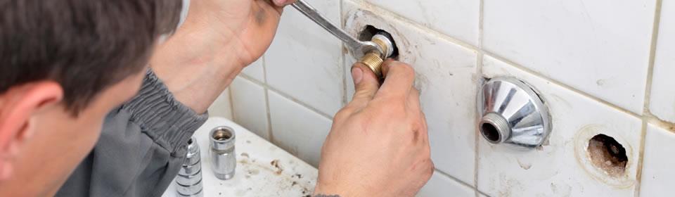 loodgieter in de badkamer